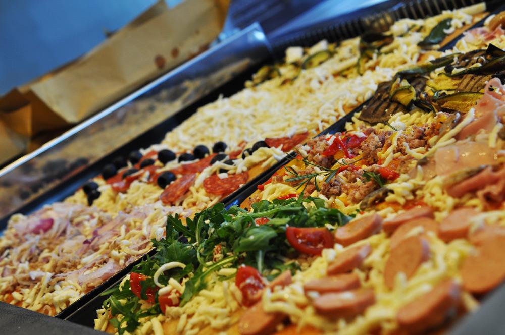 <img src=http://crazypizza.it/cc_bla.png>il locale